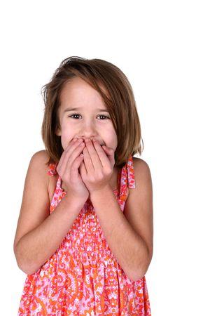 schattig meisje bedrijf overhandigt mond verrassing