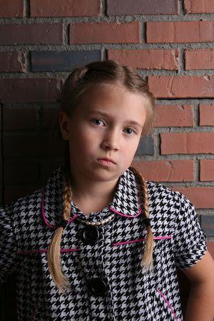 怒っている探してふくれっ面できれいな女の子 写真素材 - 5266220