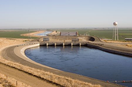 pumping: The Dos Amigos pumping station of the California Aqueduct