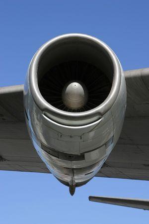 underbelly: Una sezione di un jumbo jet, viste dal basso.
