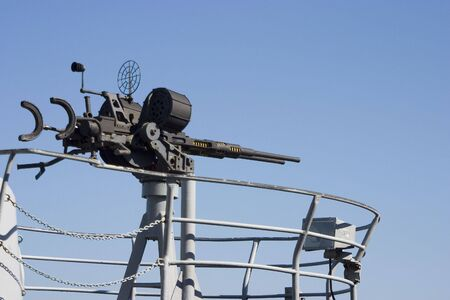 A large caliber machine-gun on the deck of a submarine. 版權商用圖片