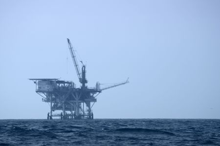 An offshore drilling platform 版權商用圖片