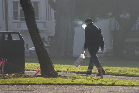 A morning walker gets his daily dose of exercise and carcinogens. Banco de Imagens