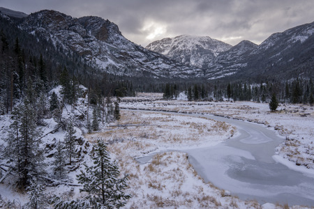 Le long de la Inlet Trail East, dans le parc national des montagnes Rocheuses. Grand Lake, Colorado. Banque d'images - 67101259