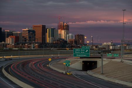 Early morning on I-25 in Denver, Colorado. Stok Fotoğraf - 91213746