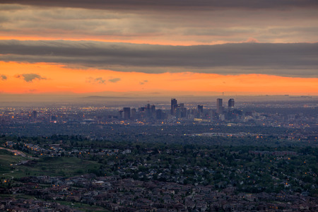 From Mount Morrison, Colorado.  An aerial view of downtown Denver during sunrise. 版權商用圖片