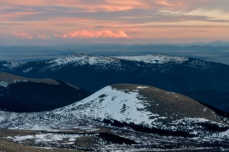 From Mount Evans, a view of Kataka Mountain, in the Mount Evans Wilderness Area. Stockfoto - 125225531