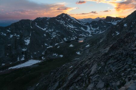 Looking down on Abyss Lake, with Mount Bierstadt and the Sawtooth Ridge in the background 版權商用圖片