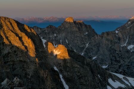 First light on the high peaks of Colorados Indian Peaks Wilderness. Stockfoto