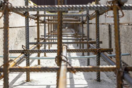 Foundation site of new house, building, details and reinforcements with steel bars and wire rod, preparing for cement pouring Banque d'images