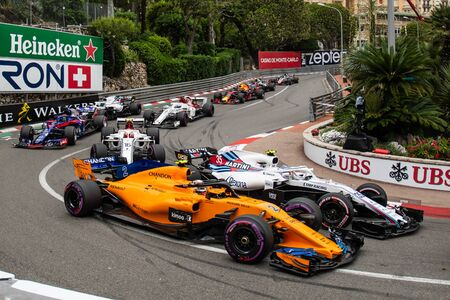 Monte Carlo/Monaco - 05/27/2018 - #35 Sergey Sirotkin (RUS, Williams) and #2 Stoffel Vandoorne (BEL, McLaren) battling for position at the start of the Monaco GP