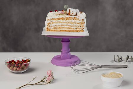 Confectioners table. Cut white puff cake and pastry tools. Workplace cook. Imagens