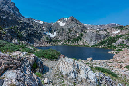 Blue Lake (11,569 ft) seen from Flora Peak trail near James Peak Wilderness Area border Banque d'images