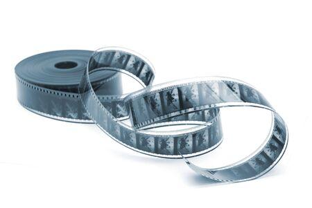 35: Pel�cula de 35 mm en blanco y negro aislado en el fondo blanco
