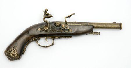 flint gun: Pistola de chispa Old aisladas sobre fondo blanco