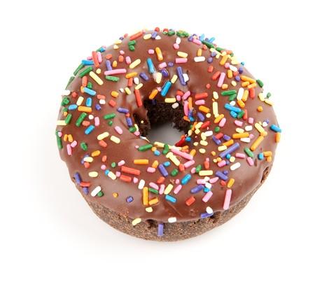 チョコレートのアイシングとカラフルな振りかけるドーナツ