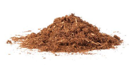 白に分離されたタバコの葉を乾燥カット
