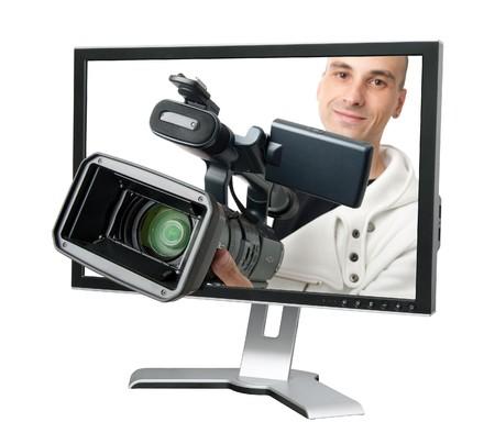 コンピューターのモニターでカメラマン。白で隔離されます。