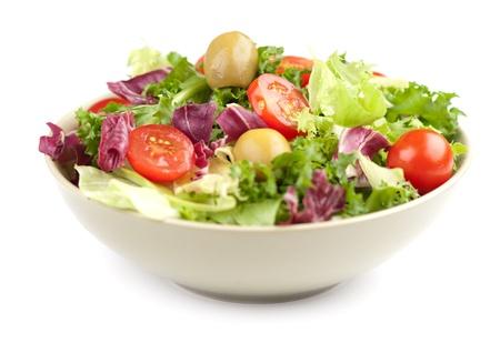 白で隔離される野菜のサラダ