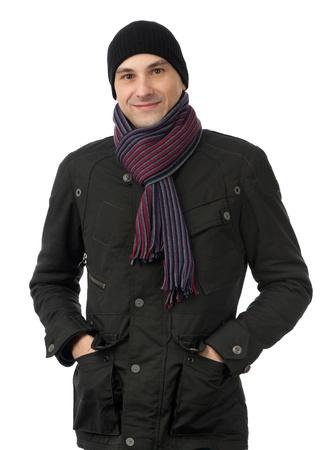ropa invierno: Hombre alegre sonrisa en ropa de invierno aislados en fondo blanco Foto de archivo