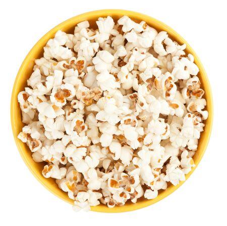 Bol de popcorn isolé sur fond blanc. Vue de dessus Banque d'images