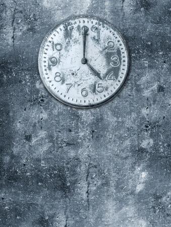reloj antiguo: Grunge fondo con reloj roto