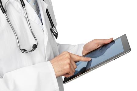 Medico con il computer tablet Isolato su sfondo bianco