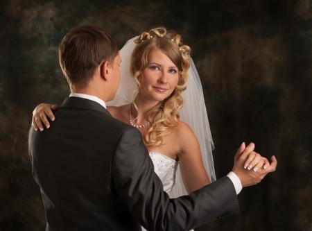 Mariée et marié danse