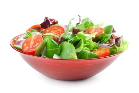 Salade de légumes isolé sur blanc