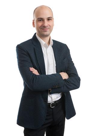 bald man: Apuesto hombre de negocios de pie con los brazos cruzados aislados en fondo blanco