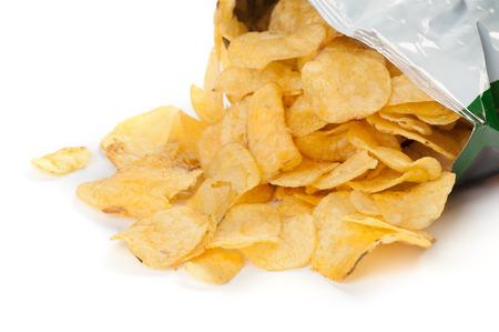 흰색 배경에 감자 칩