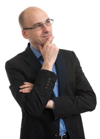 persona pensando: hombre calvo guapo pensando y mirando hacia arriba. Aislado Foto de archivo
