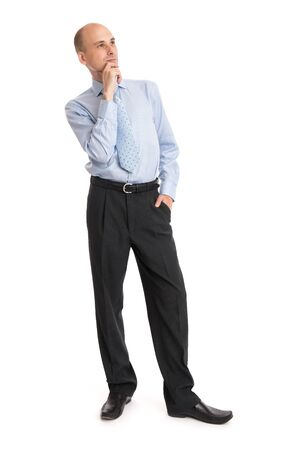 hombre calvo: empresario calvo pensativo mirando hacia arriba aislados en blanco Foto de archivo