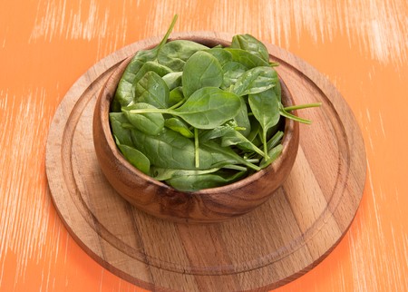 'baby spinach': fresh Baby Spinach in a bowl close up