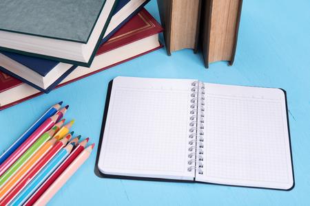 fournitures scolaires: Retour � l'�cole encore la vie. Accessoires d'�ducation Banque d'images