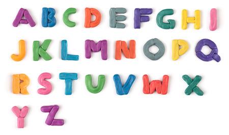 bunten Knetmasse Alphabet auf einem weißen Hintergrund