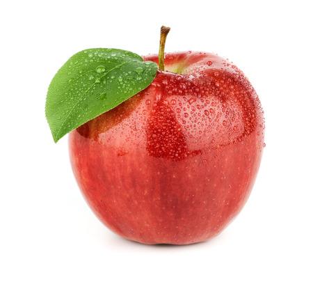 Verse rode appel met groen blad geïsoleerd op een witte achtergrond