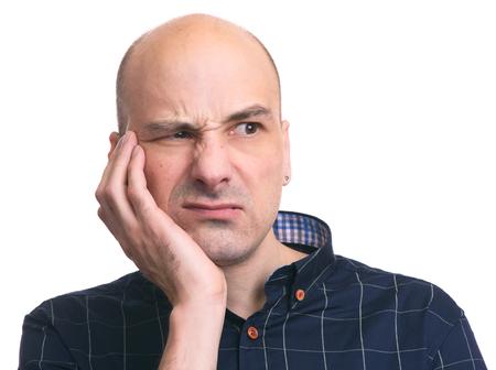 Droevige man die tandpijn voelt. Tandenprobleem. Geïsoleerd op wit Stockfoto