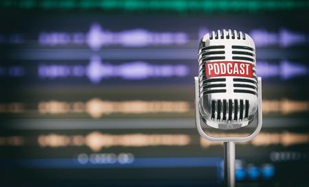 Home Podcast Studio. Microfono con l'icona di un podcast su un tavolo