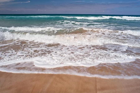 Ocean waves an the sandy beach