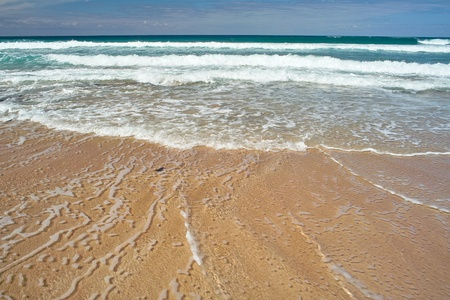 Ocean waves an the sandy beach Stock Photo - 9688367