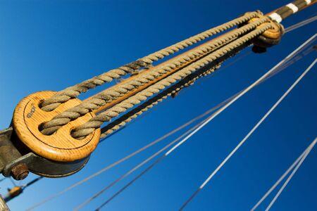 poleas: Parte de la antigua nave de velas de rigging