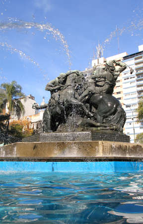 amerique du sud: La Fontaine  Monumento de Entrevero sur la Plaza de Entrevero � Montevideo, en Uruguay, en Am�rique du Sud.
