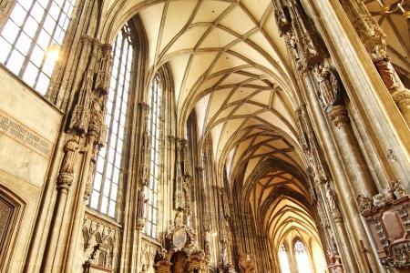 wiedeń: Wnętrze katedry w St Stephan w Wiedniu, Austria
