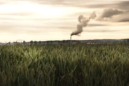 calentamiento global: Una f�brica que contamina el medio ambiente