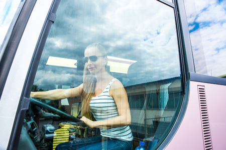 Young woman in her function as a bus driver 免版税图像 - 109389186