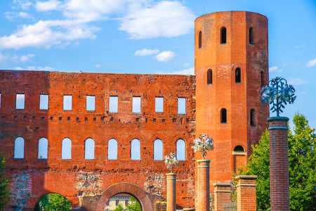 View on the Palatine Gate in Torino, Italy on a sunny day. Фото со стока - 115797121