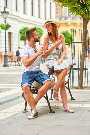 Young tourist couple with ice-cream 스톡 콘텐츠