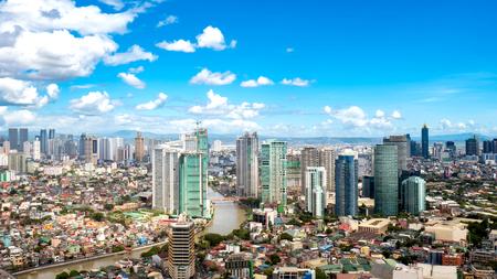 Skyline von Manila am Fluss Pasig
