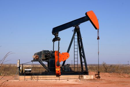 beam pump: West Texas oil well pump showing walking beam and horse head